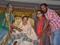 సద్గురువర్యులను సన్మానిస్తున్న భారతిగారి కుటుంబసభ్యులు