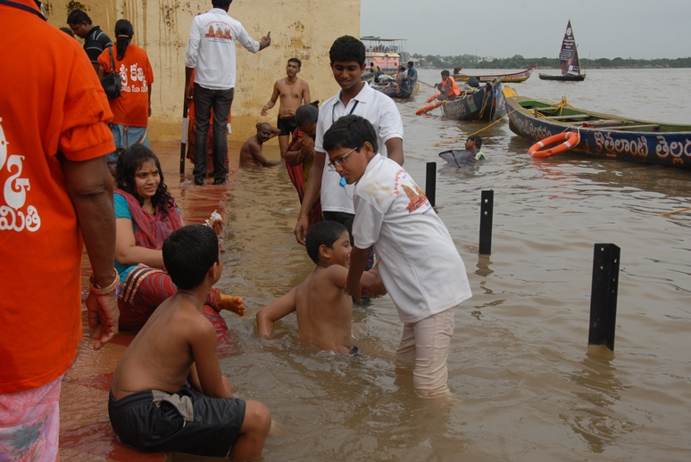 Volunteers providing assistance at Gowthami ghat , Rajahmundry on 19th Jul 2015, 6th day of Godavari Pushkaralu