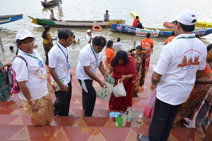 Volunteers distributing recyclable cloth bags to devotees coming for holy dip at Gowthami ghat, Rajahmundry on  21 Jul 2015, 8th day of Godavari Pushkaralu
