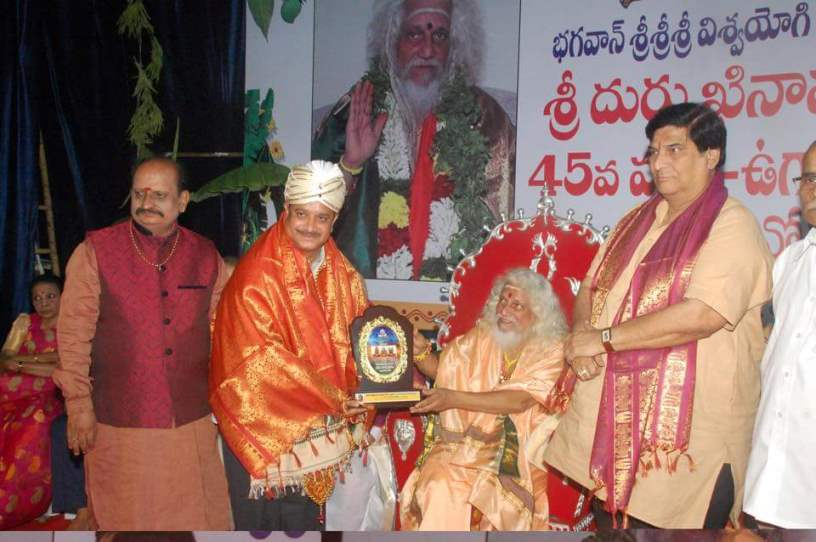 Dr. Vamsee's 45th National Integrity and Service Award to Sathguru Dr.Umar Alisha