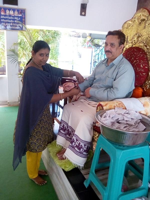 Disciple tying knot ( Rakhi) to Sathguru Dr.Umar Alisha