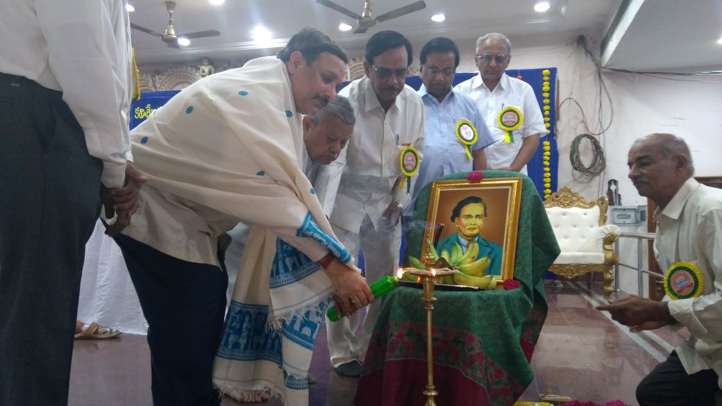 Sathguru Dr.Umar Alisha lighting candle