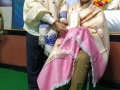 పీఠానికి తరతరాలుగా విశిష్ట సేవలందిస్తున్న  సభ్యులను సత్కరిస్తున్న సద్గురువర్యులు