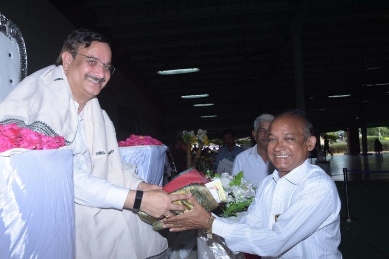 Memento to Mr.V.Nageswar rao,Muncipal commissoner
