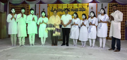Sathguru-Dr.Umar-Alisha-guest-sri-S.V.Krishna-Reddy-Telugu-Film-director-with-children-who-have-performed-the-play