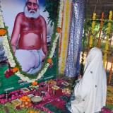Sathguru-Dr.Umar-Alisha-taking-praying-Sri-Mohiyuddin-Basha