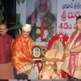 Dr.-Vamsees-45th-National-Integrity-and-Service-Award-to-Sathguru-Dr.Umar-Alisha